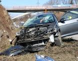 Unfallfahrzeug auf der Tauernautobahn