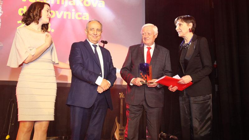 Nagrada Hrvatskomu centru