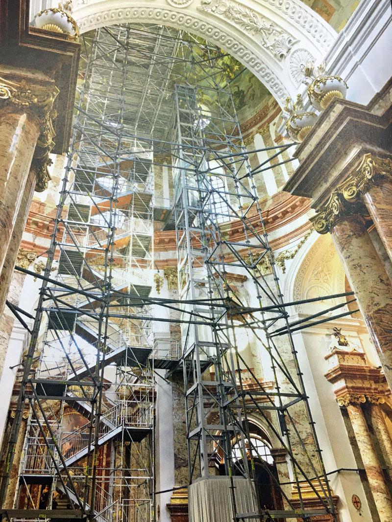 Das alte Besuchergerüst in der Karlskirche