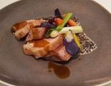 Weißes Scherzel und Thunfisch mit Parmesan-Linsen und Ingwer-Gemüse