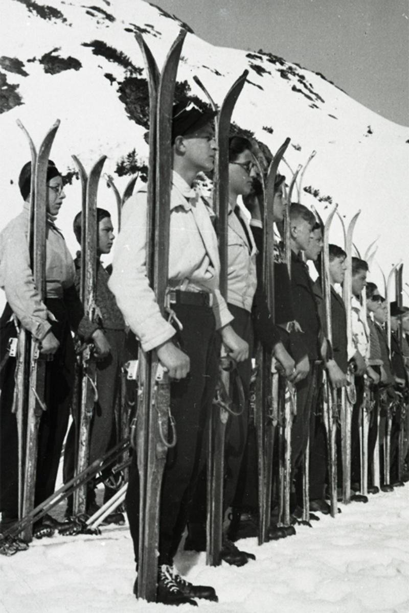 Abordnung der Hitlerjugend bei einem HJ-Skilehrgang in Obertauern