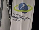 Fahne der Internationalen Biathlon Union bei ihrem Sitz in Salzburg Nonntal