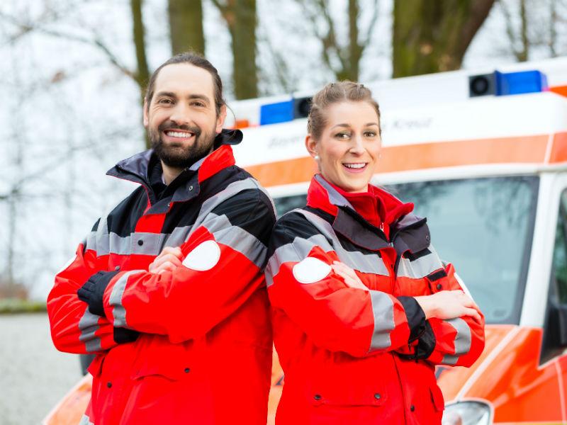 Zwei Rettungssanitäter