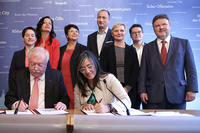 (v.l.) Wehsely (SPÖ), Häupl (SPÖ), Sima (SPÖ), Brauner (SPÖ), Vassilakou (Grüne), Mailath-Pokorny (SPÖ), Frauenberger (SPÖ), Czernohorszky (SPÖ) und Ludwig (SPÖ)