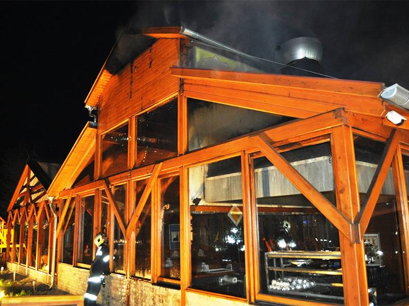 Löscheinsatz beim Brand im Fischlokal in Trausdorf