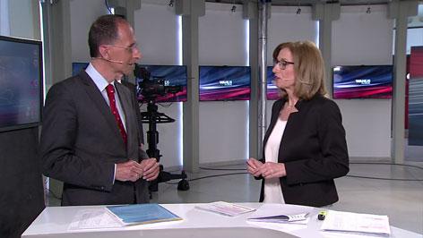 Moderatorin Barbara Weisl mit Politologe Peter Filzmaier