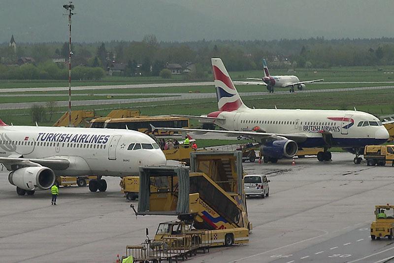 Flugzeuge am Vorfeld des Flughafens Salzburg (Salzburg Airport)