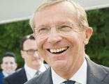 Wilfried Haslauer lächelt am Wahltag