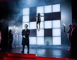 Hakenkreuze ín Theateraufführung