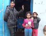 Bewohner des Containerdorfs in Blajel