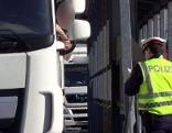 Lkw Lastwagen Kontrolle bei der Kontrollstelle in Kuchl (Tennengau) an der A10 (Tauernautobahn)