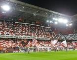 Fans im ausverkauften Stadion in Salzburg bei Europa League Viertelfinale