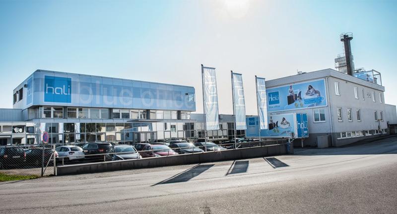 hali produziert jetzt auch Svoboda-Möbel - ooe.ORF.at
