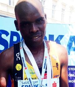 Wesley Remboi als Sieger des Salzburg Marathons 2018