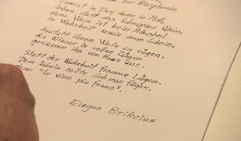 Eugen Brikcius v závěru pořadu přednáší jednu ze svých básní