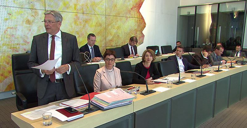 FPÖ zieht im Windschatten der ÖVP an SPÖ vorbei