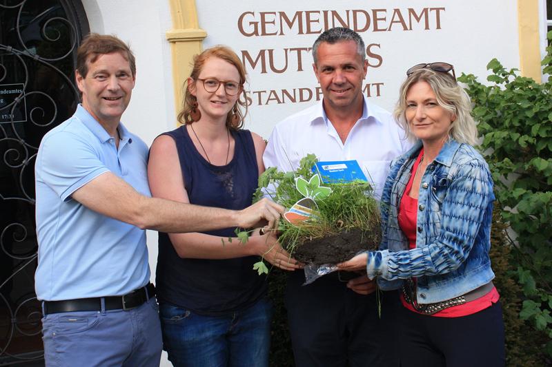 Bürgermeister Hansjörg Peer, Maria Legner, Robert Schmutzer und Claudia Hackhofer