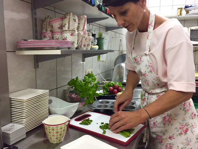 Sandra Ackerl in der Küche