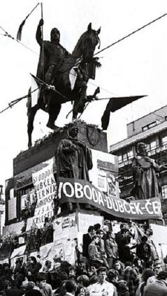 socha sv. Václava v Praze v roce 1968