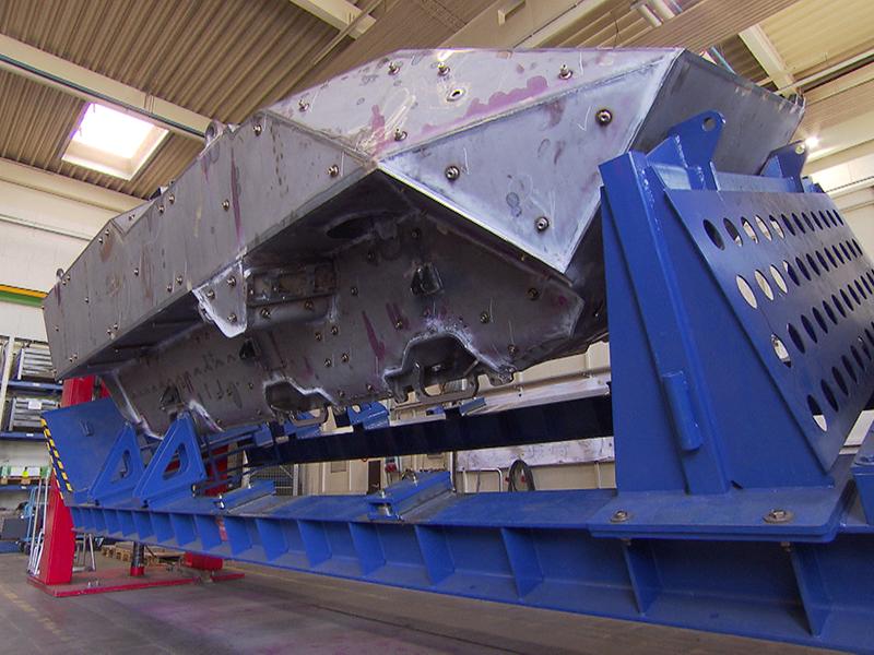 Werksbesuch bei General Dynamics European Land Systems-Steyr in Simmering, wo die neuen Pandur-Panzer für das Bundesheer gefertigt werden