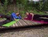 Michael Mayrhofer und Doresia Krings beim Core-Training im Fernsehgarten