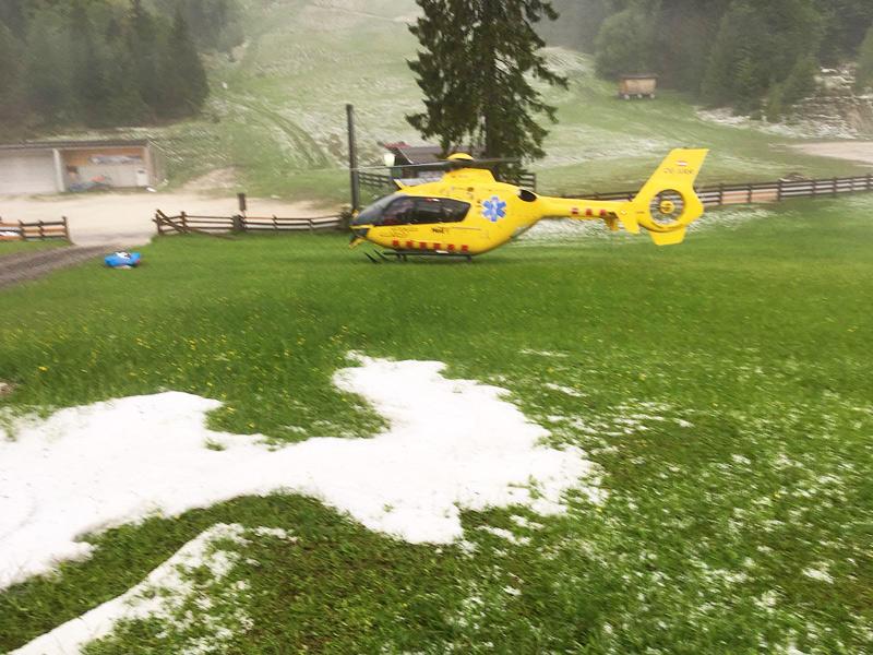 Hubschrauber in Wiese