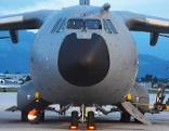 airbus a400m bringt militärische ausrüstung nach salzburg