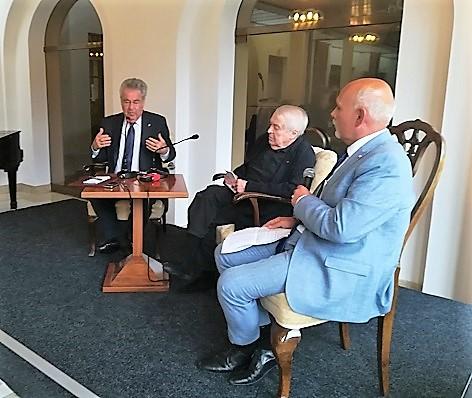 Heinz Fischer (úplně vlevo), Pavel Kohout a Mojmír Jeřábek (úplně vpravo).