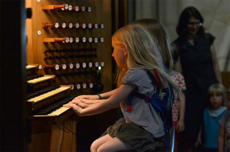 Lange Nacht, Kinder bei Orgel
