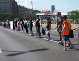 Menschenkette für Frauenrechte am Ring