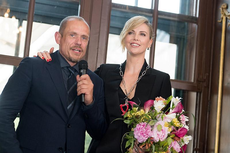 Charlize Theron mit Gerry Keszler