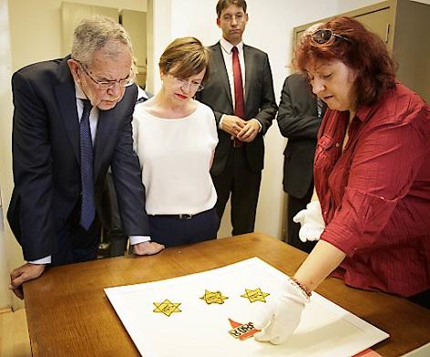 Bundespräsident Alexander Van der Bellen bei einem Besuch beim Dokumentationsarchiv des österreichischen Widerstandes (DÖW) in Wien am Mittwoch, 30 Mai 2018