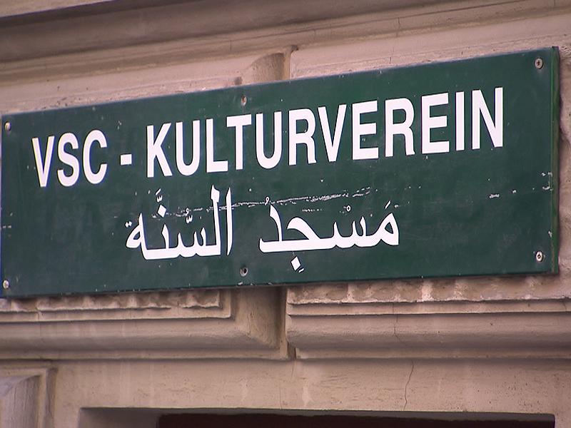 Schriftzug zu arabischer Moschee in Mariahilf