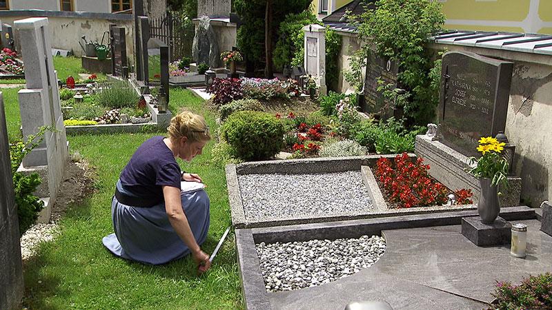 Aufgezeigt Grab