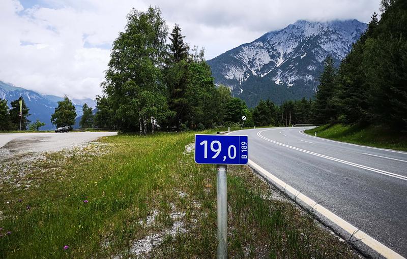 Kilometerschild an der Mieminger Straße