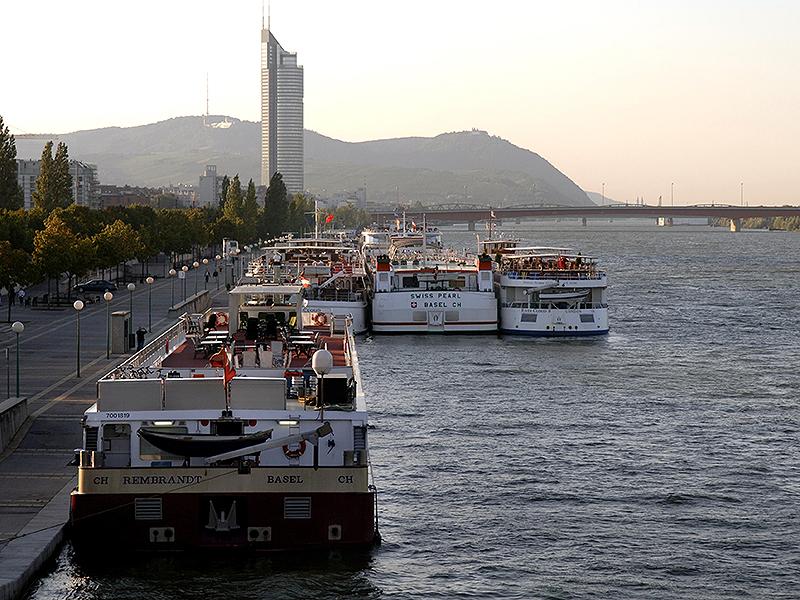 Schiffe auf der Donau