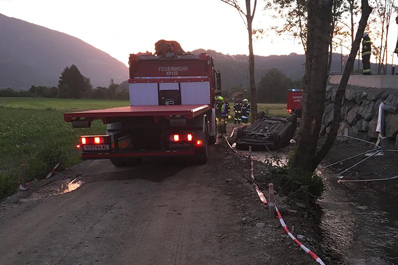 PKW Seebach Bergung Feuerwehr