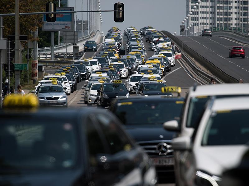 Taxi-Kundgebung auf der Reichsbrücke