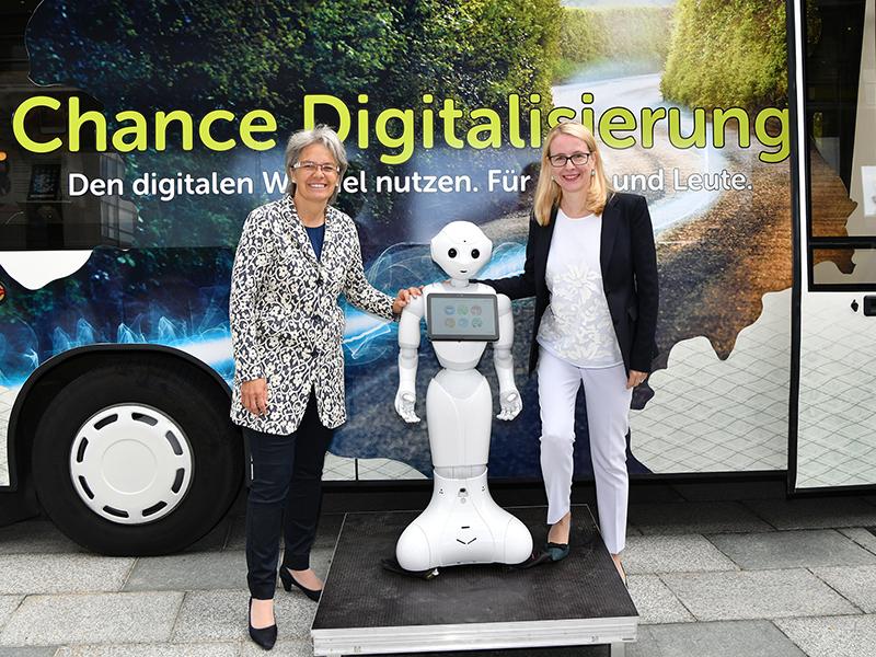 Digitalisierung Schramböck Bohuslav Roboter