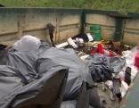 Müll entlang der Autobahn