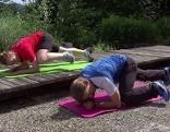 Planking mit Knie zum Oberarm