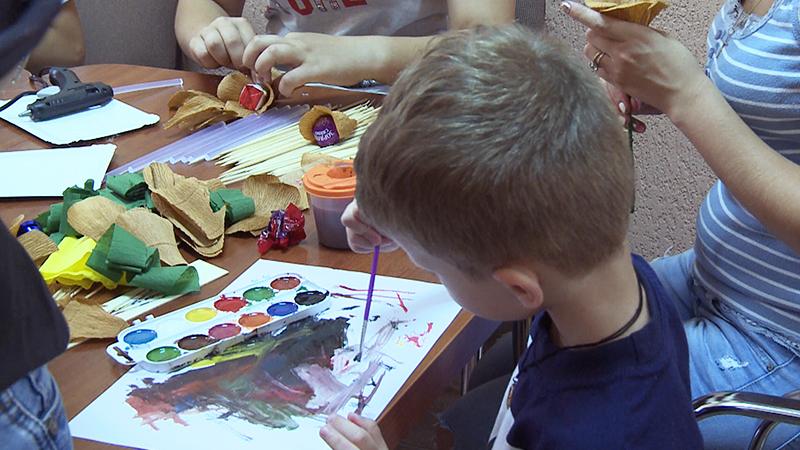 Ukrainische Flüchtlingskinder werden von der Caritas in Uzhgorod betreut