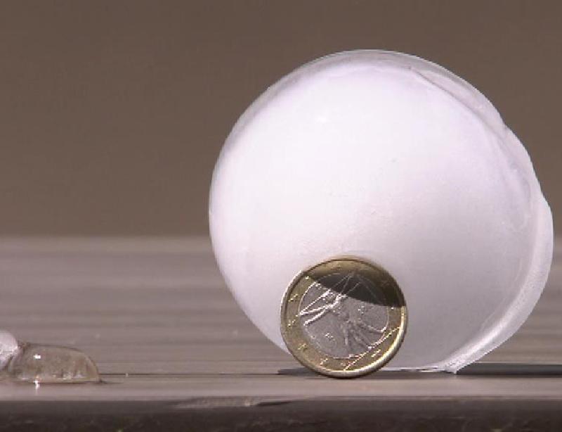 Vergleich großes Hagelkorn und Euromünze