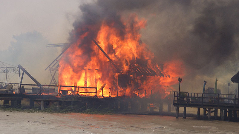 Fertörakos  Plan Yachthafen Seebad Haus im See Brand Feuer