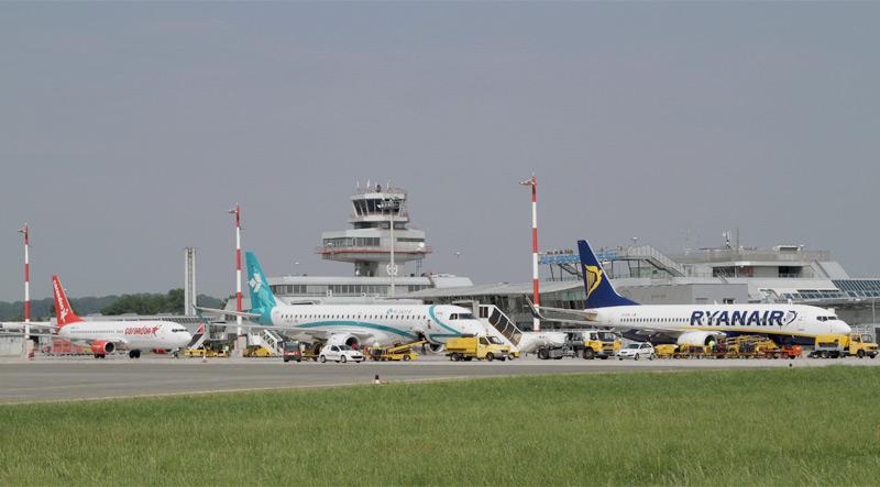Flughafen Linz blue danube airport