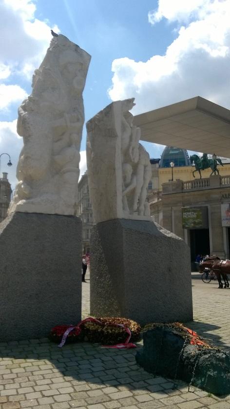 Pomník prot válce a fašismu Alfreda Hrdličky