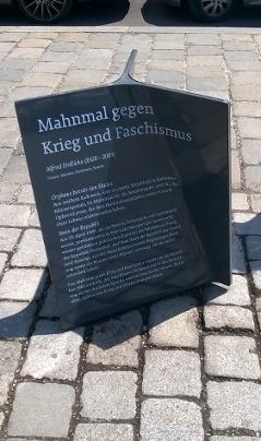 pomník proti václe a fašismu Alfreda Hrdličky