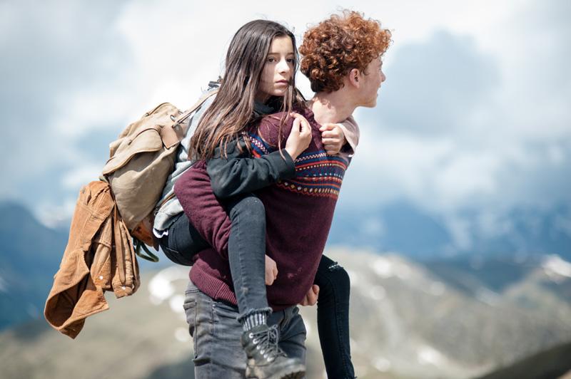 """Samuel Girardi und Mia Kasalo im Film """"Amelie rennt"""""""