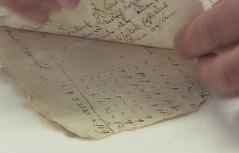 Altes Dokument mit Löchern im Landesarchiv