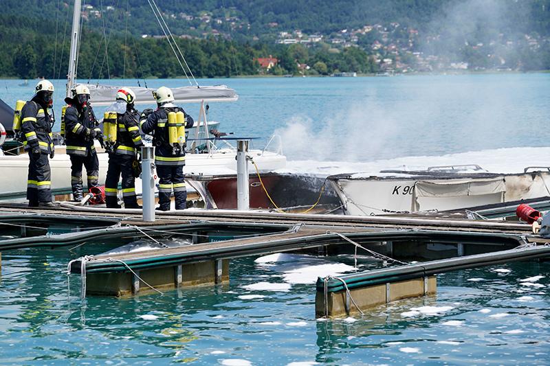 Brand Boot Reifnitz Hafen Werft